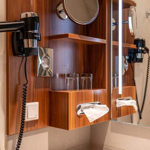Bad im Zweibettzimmer