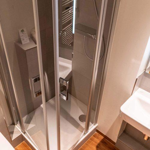 Doppelzimmer groß Dusche