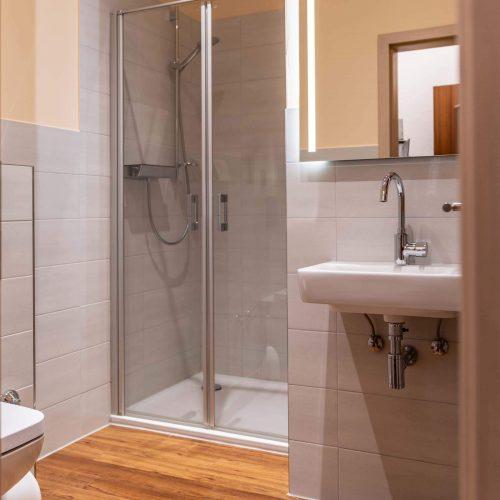 Doppelzimmer neu Dusche
